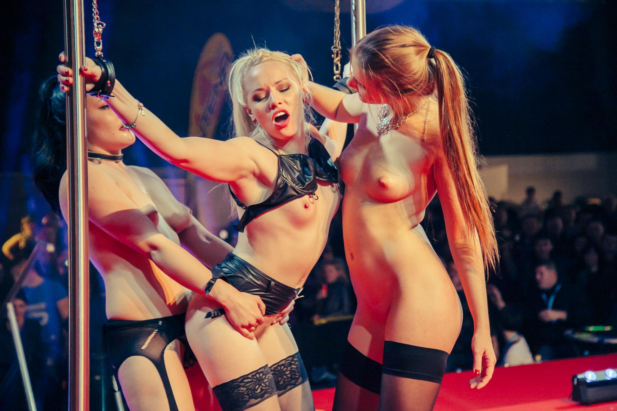 Порно эротик шоу смотреть