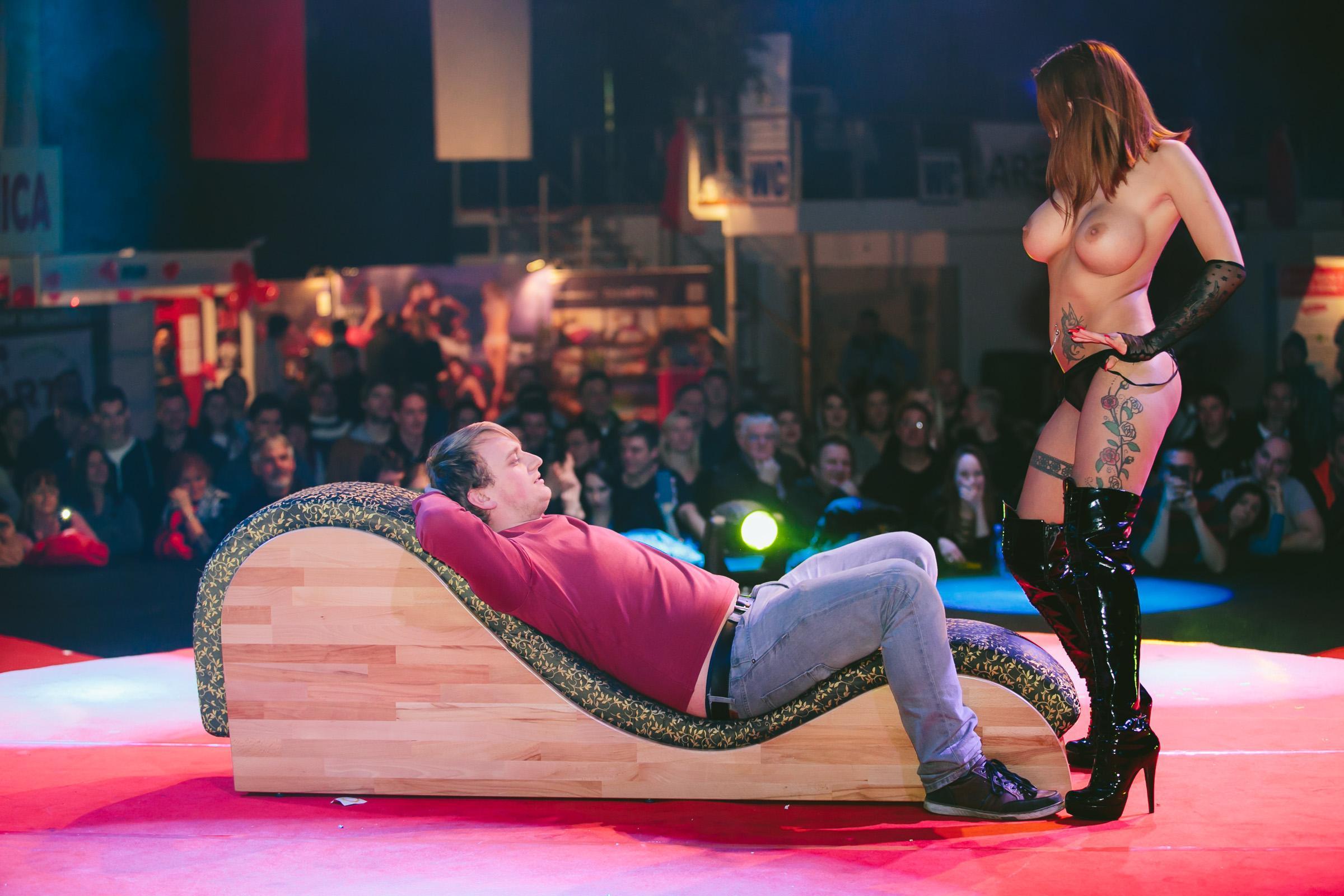Смотреть безбашенные женщины-эротические шоу этого